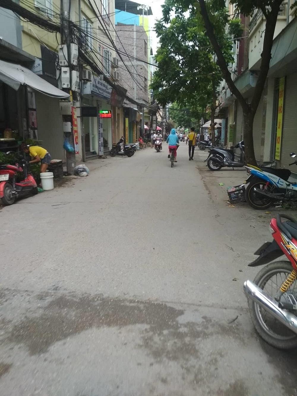 Bán 52 m2 đất nở hậu, ngõ thông Lạc Long Quân, Tây Hồ