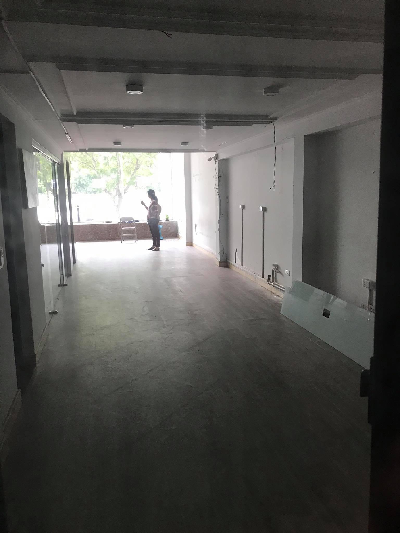 Cho thuê mặt tiền 100 Dịch Vọng Hậu, Cầu Giấy 80m2x tầng 1, mặt tiền 5.3m