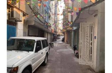 Bán nhà Pl bàn cờ Hoàng Quốc Việt gara, tặng nội thất, giá 4.8 tỷ, lh : 0966481766