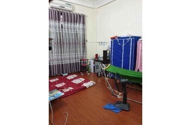 Bán gấp căn nhà 35m2 Việt Hưng ngõ ba gác, giá 2.35 tỷ