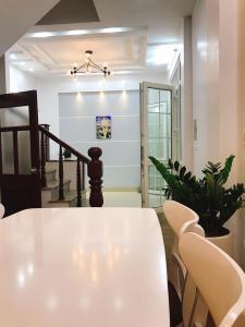 Bán nhà Trần Duy Hưng, ngõ rộng, gần phố,ô tô sát  nhà, 3.9 tỷ