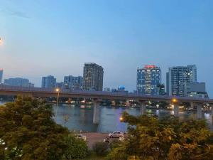 Mặt phố Đại Từ, view hồ Linh Đàm, vỉa hè, thang máy, kinh doanh, cho thuê hơn 400 triệu.