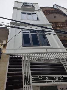Bán gấp nhà riêng Hoàng Quốc Việt, nhà đẹp, ngõ thông, gần phố, 4 tỷ