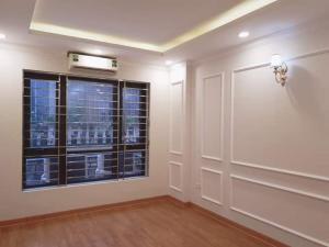Gia đình cần bán gấp nhà mặt phố Hồ Tây LH ngay 0967805798