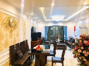 Bán gấp nhà Phố Ngọc Thụy, Long Biên, ô tô đỗ cổng, 55m2, 2,9 tỷ