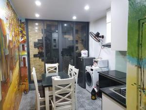 Bán nhà Ngọc Lâm, Long Biên, DT 72m2,Otô vào nhà,giá tầm tay,lh:0967745667