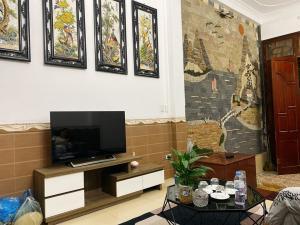 Bán Nhà PhỐ Nguyễn Văn Cừ 84m2, MT5,Ngõ 564, Ô tô,  Chỉ 3,25tỷ,lh:0967745667