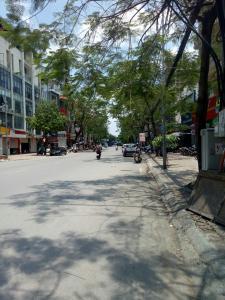 Bán nhà mặt phố Xuân La. Diện tích: 450m2, mặt tiền 20m
