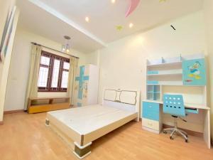 Cho thuê nhà phố tiền đức,hồng bang,nhà mới , DT 230m.10 triệu/tháng